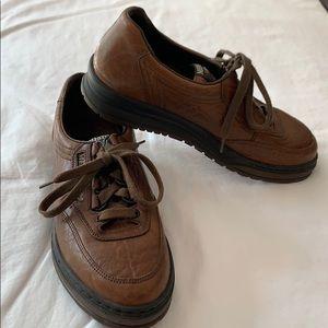 NWOT Mephisto brown leather tie shoes